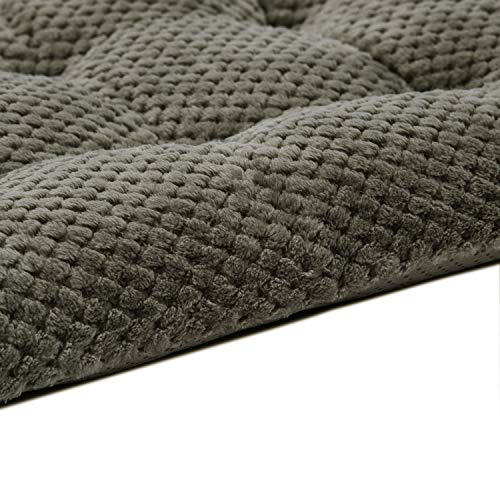 WONDER MIRACLE Fuzzy Deluxe Pet Beds, Super Plush Dog or Cat Beds Ideal for Dog Crates, Machine Wash & Dryer Friendly (15″ x 23″, S-Eagle Grey)